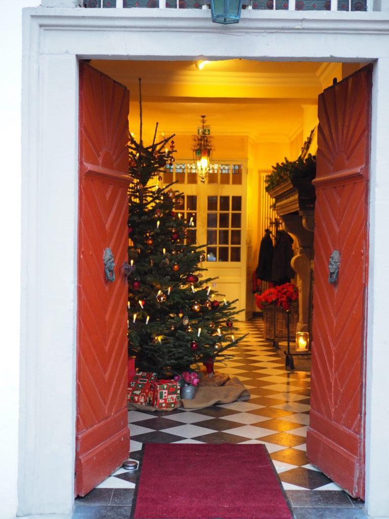 Schloss Auel Boutique Hotel - Weihnachtsbaum Eingangshalle